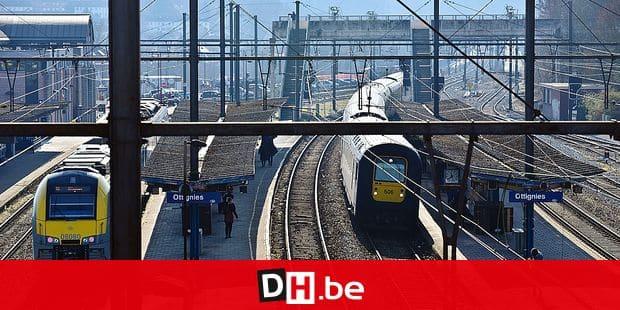 Train rails SNCB chemin fer gare Ottignies RER Desiro quai grève conducteur navetteur environnement écologie transport