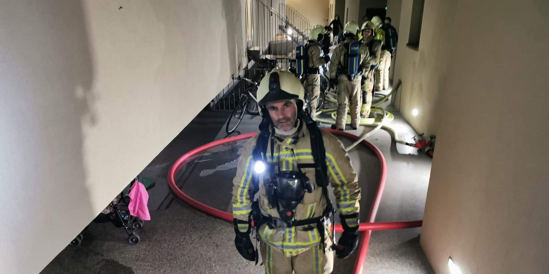 Incendie dans le hall rénové de l'Arsenal à Pont-à-Celles: évacués, les habitants ont pu rentrer chez eux une heure après