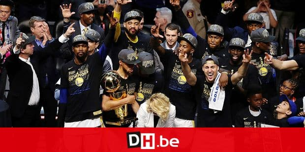 The Golden State Warriors celebrate after defeating the Cleveland Cavaliers 108-85 in Game 4 of basketball's NBA Finals to win the NBA championship, Friday, June 8, 2018, in Cleveland. (AP Photo/Carlos Osorio)