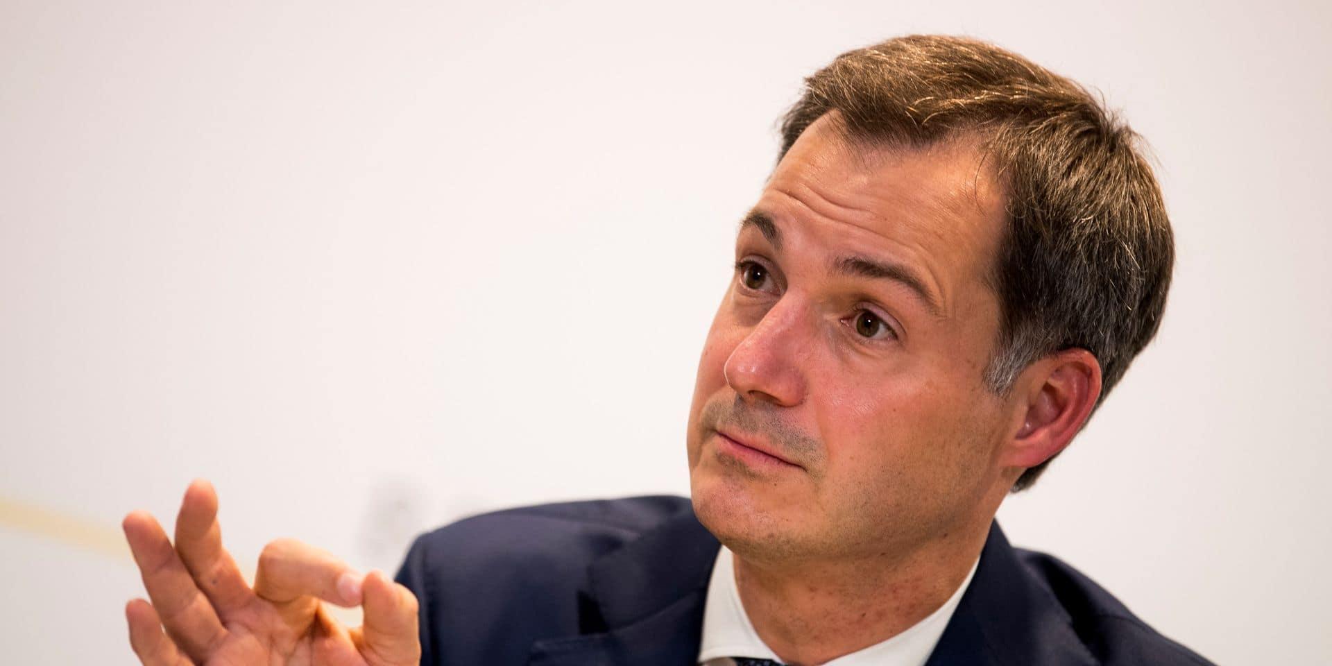 """Alexander De Croo appelle les Belges à respecter les nouvelles mesures: """"Nous devons faire ce qui est nécessaire et on parviendra à faire descendre la courbe"""""""