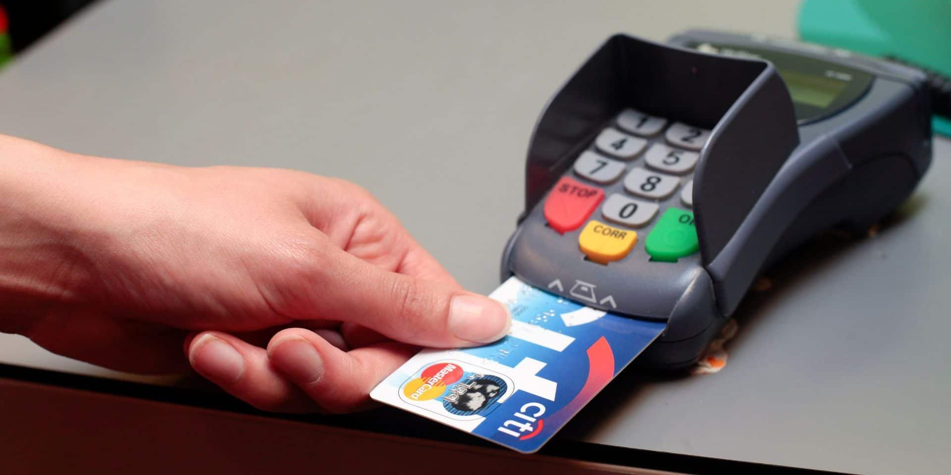 Malgré l'interdiction, certains commerçants continuent à facturer les coûts de transaction bancaire