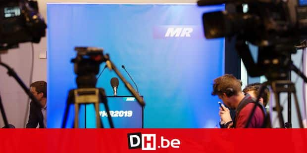 MR blue color and sign Couleur et acronyme du mouvement reformateur Reporters / QUINET