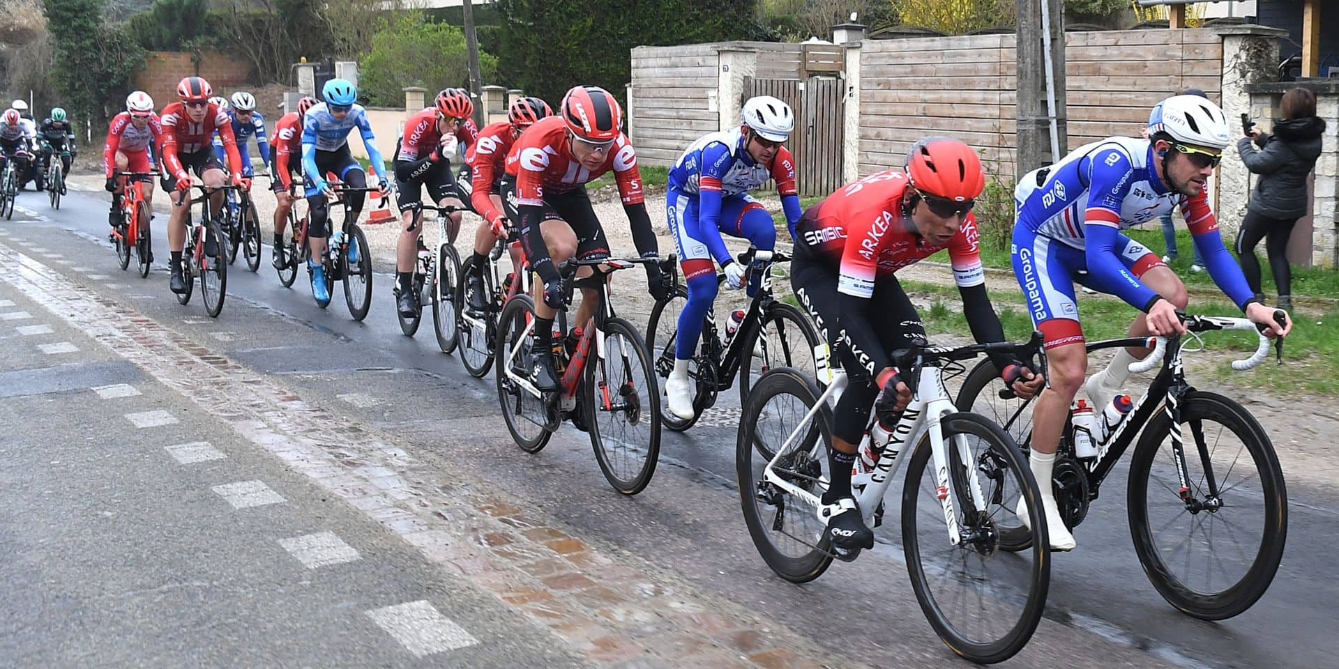 "Paris-Nice durcit ses mesures face au coronavirus: ""Tant qu'on peut courir, on le fera"""