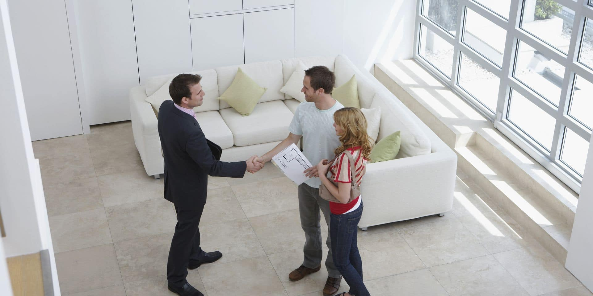 Elevated,View,Of,A,Male,Real,Estate,Agent,Shaking,Hands