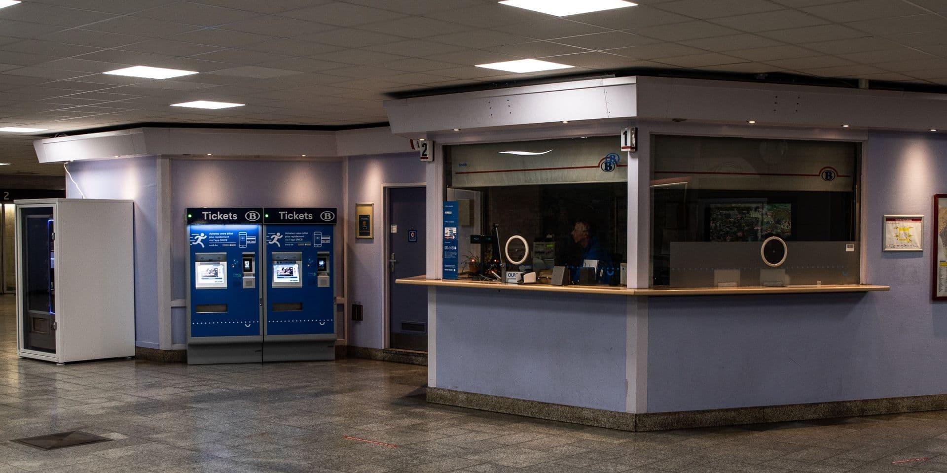 """La SNCB va fermer un guichet sur trois d'ici fin 2021: """"Une décision injuste pour les navetteurs et une gifle pour le personnel"""""""