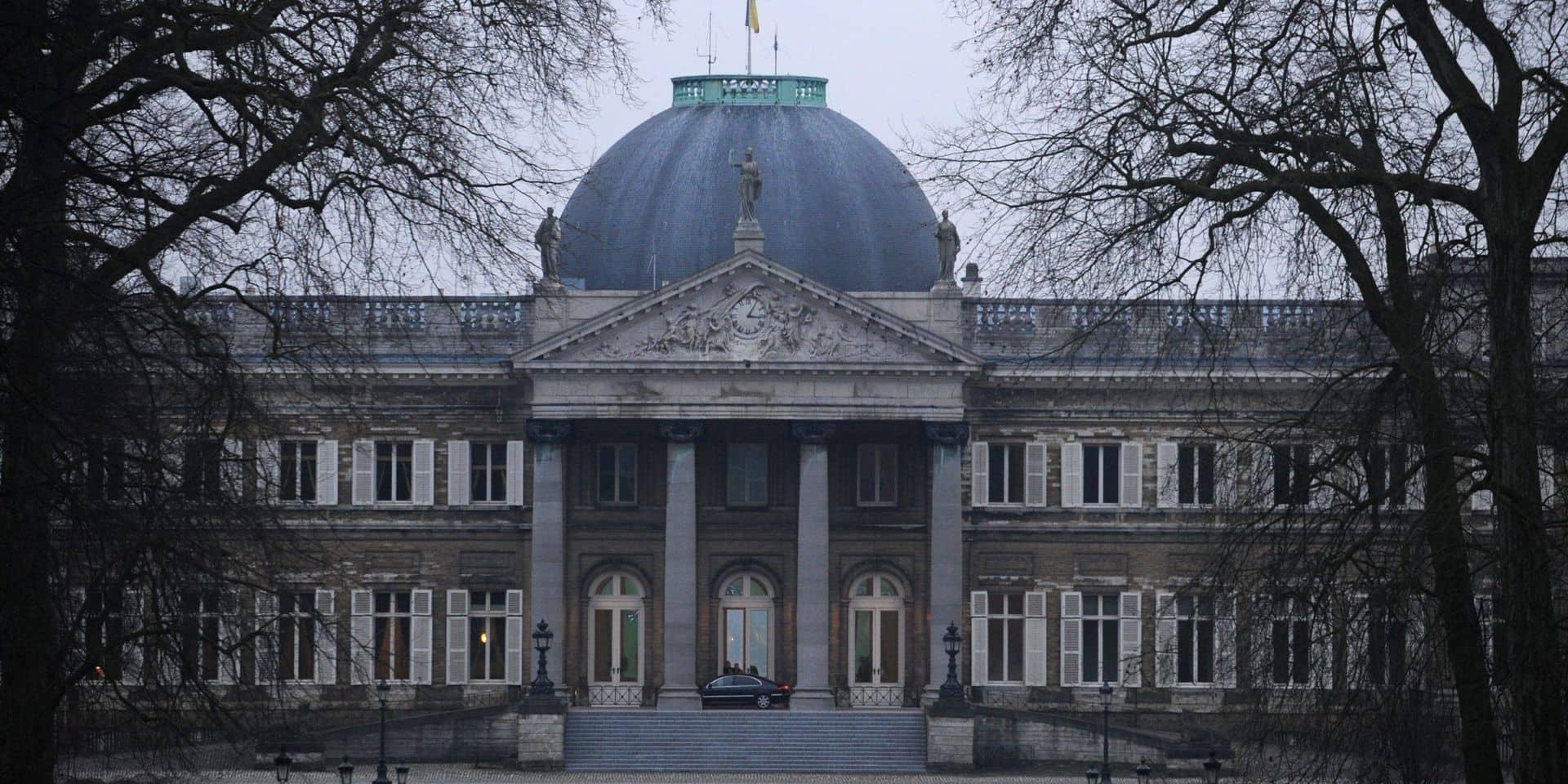 """""""Tout le monde tousse et se sent malade"""" : deux cas de Covid-19 détectés au Palais royal de Laeken, les employés sont inquiets"""