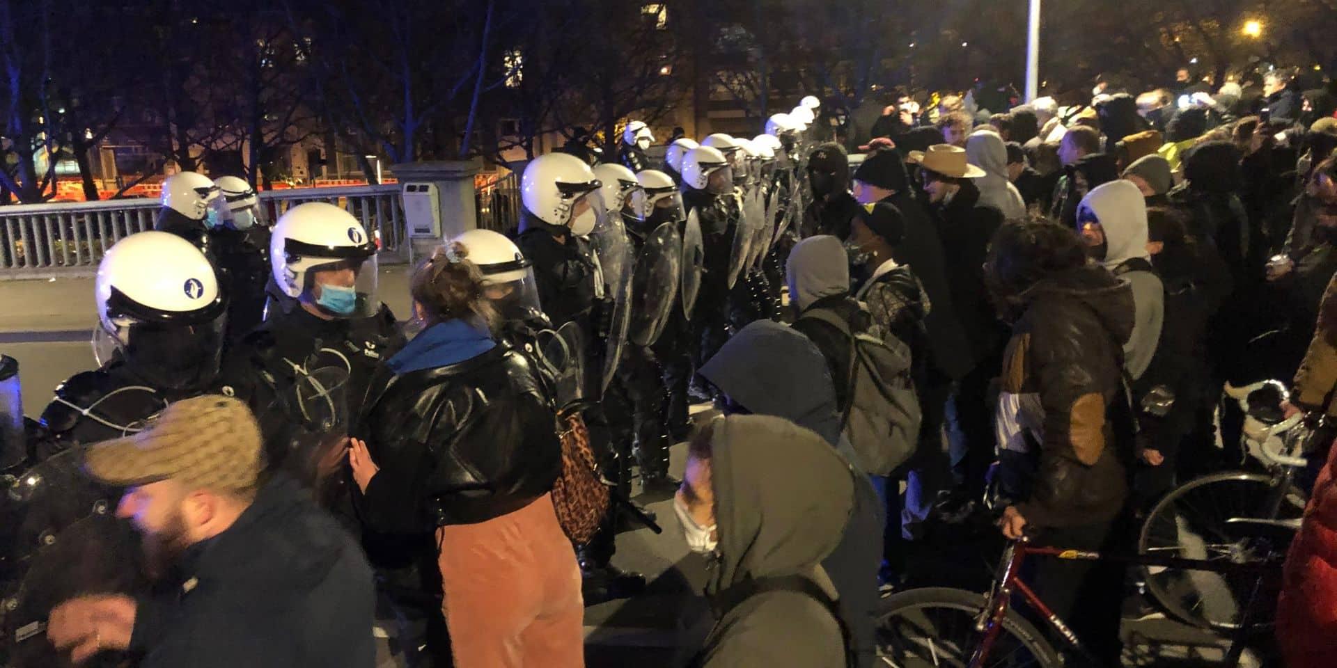 La technique de la nasse ou souricière, employée par la police lors des manifestations, provoque débat et polémique