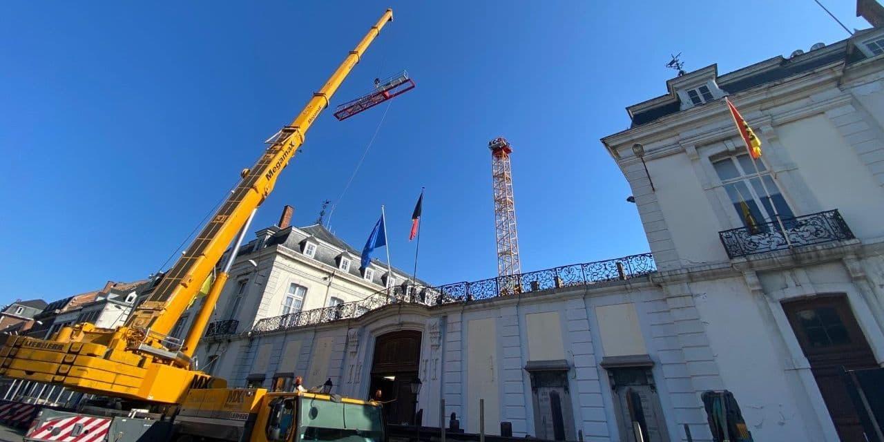 Palais provincial : la restauration des charpentes et des toitures a débuté