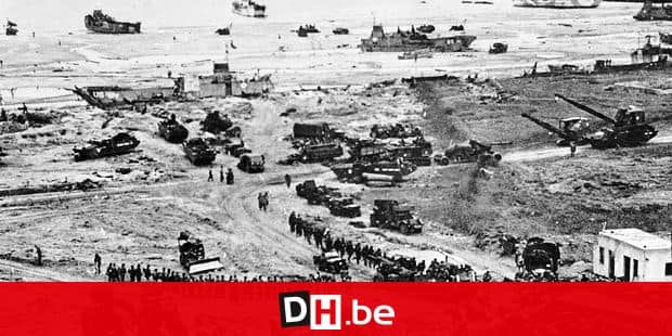 (FILES) This file photograph taken on June 6, 1944, shows Allied forces soldiers during the D-Day landing operations in Normandy, north-western France. - The D-Day ceremonies on June 6, 2019, will mark the 75th anniversary since the launch of 'Operation Overlord', a vast military operation by Allied forces in Normandy, which turned the tide of World War II, eventually leading to the liberation of occupied France and the end of the war against Nazi Germany. (Photo by - / AFP)