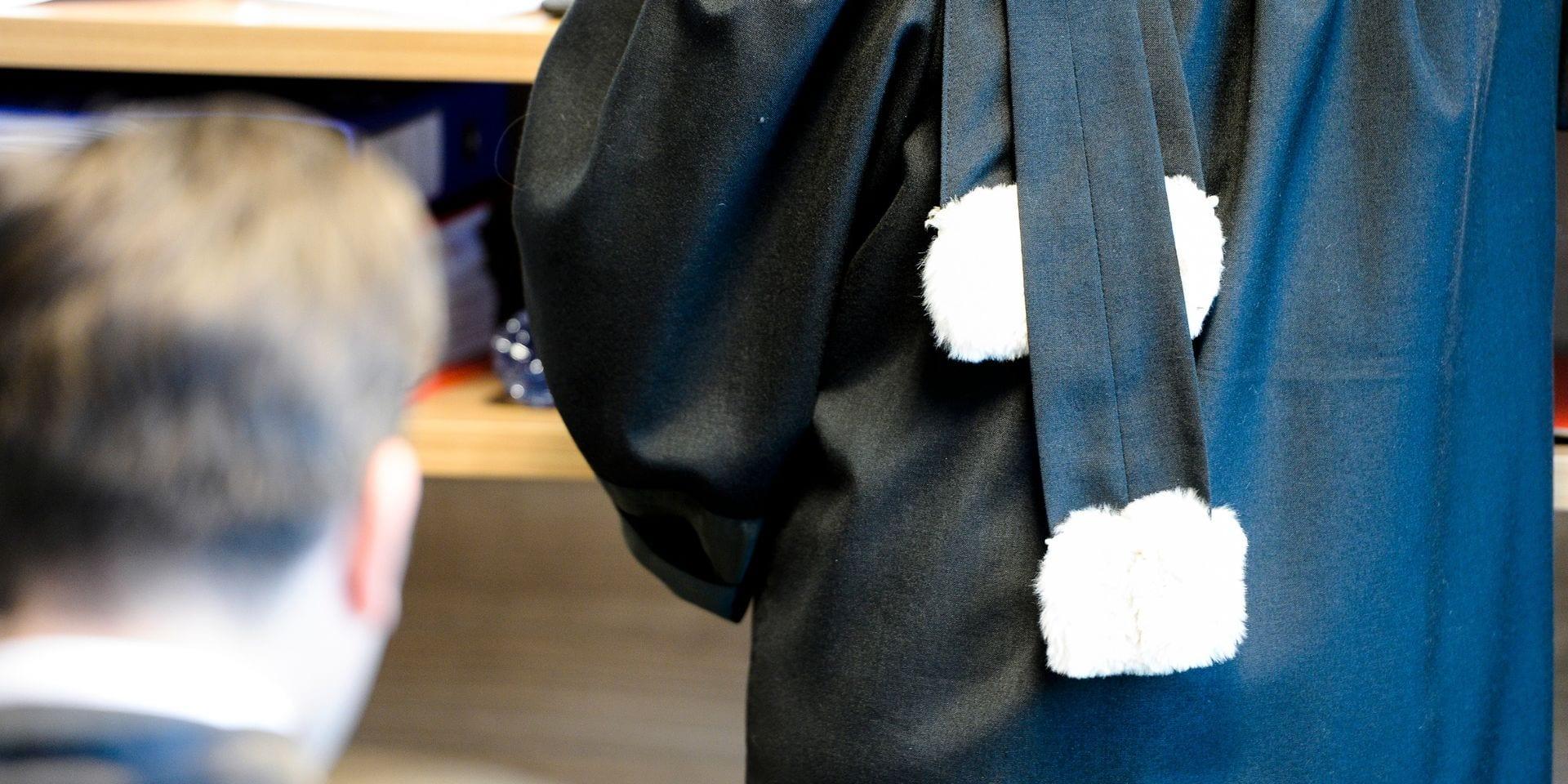Meurtre et incendie à La Louvière: mandat d'arrêt confirmé à l'encontre d'un Montois