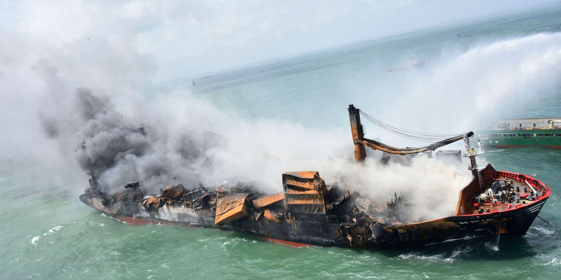 """Sri Lanka: la """"boîte noire"""" du cargo qui a partiellement coulé récupérée"""