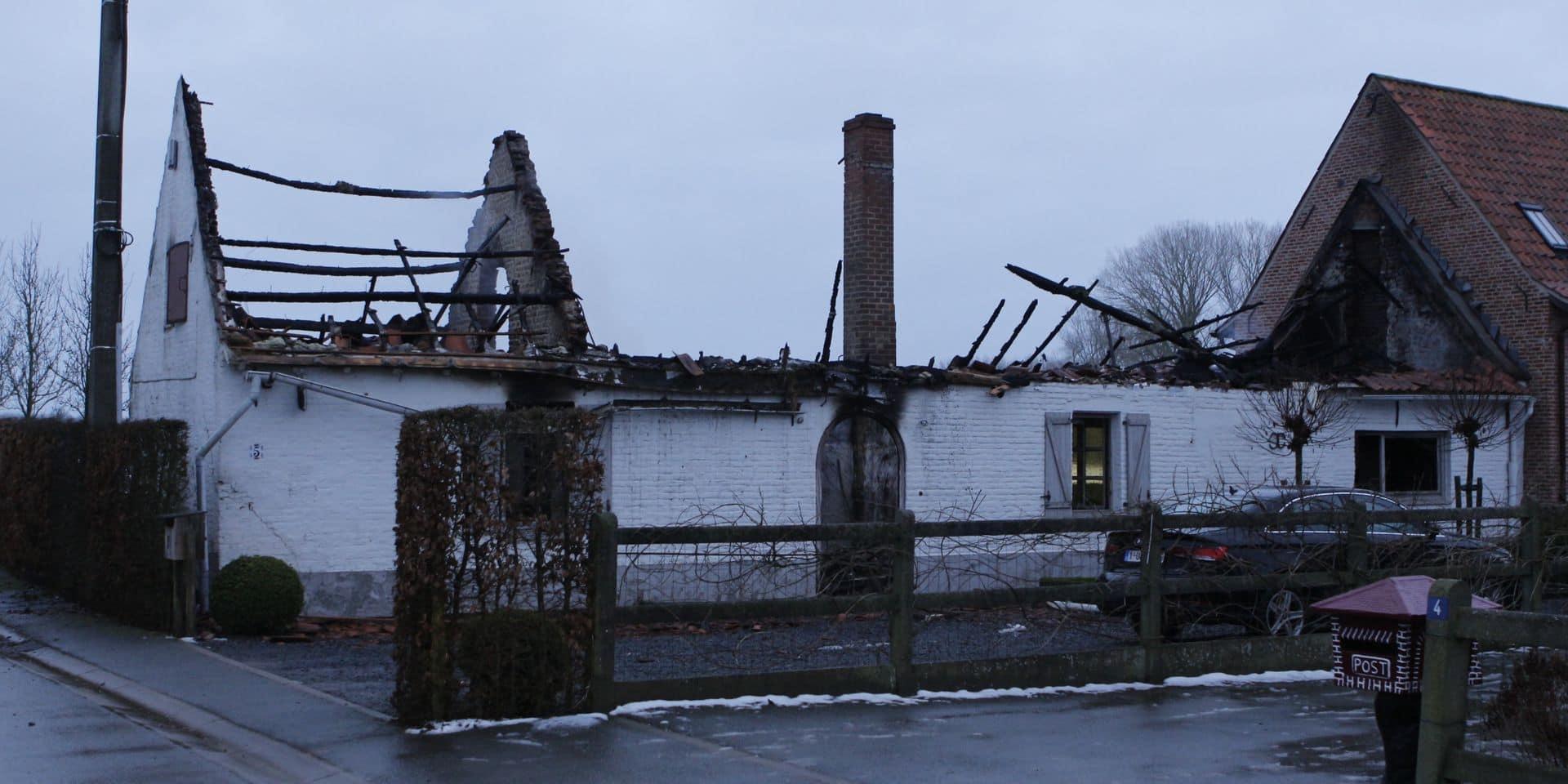 Une maison détruite par un incendie cette nuit à Escanaffles