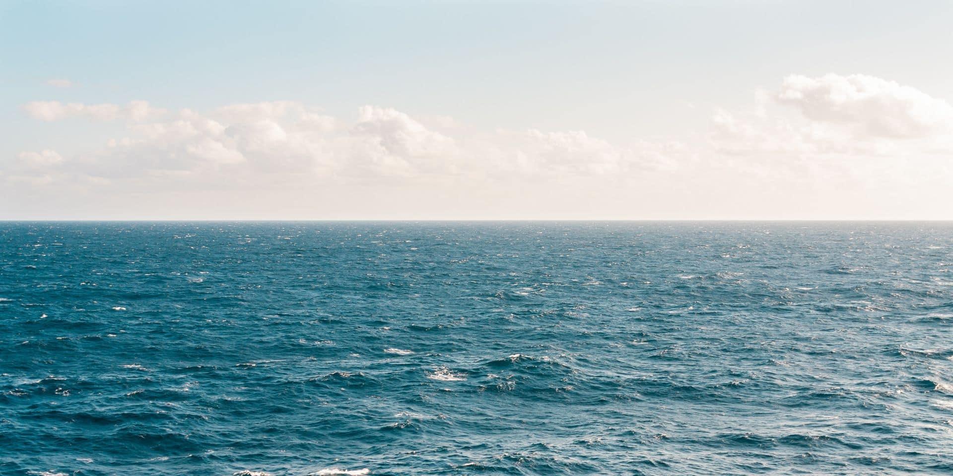 """Un explorateur sous-marin retrouve des détritus au point le plus profond des océans: """"on ne sait pas ce que c'était, mais ça a bien été fabriqué par l'homme"""""""
