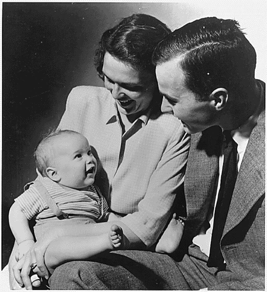Leur fils George W. naît le 6 juillet 1946. George est encore étudiant à Yale.