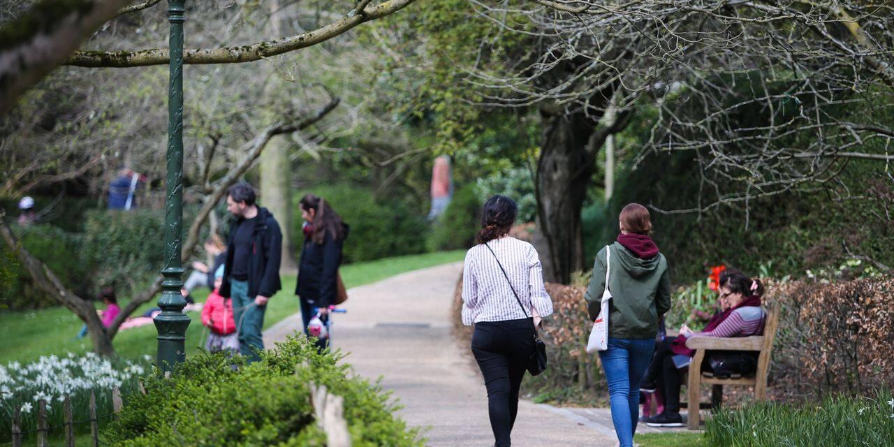 """A Bruxelles, le désarroi des gardiens de parcs : """"Les promeneurs ne nous écoutent pas"""""""