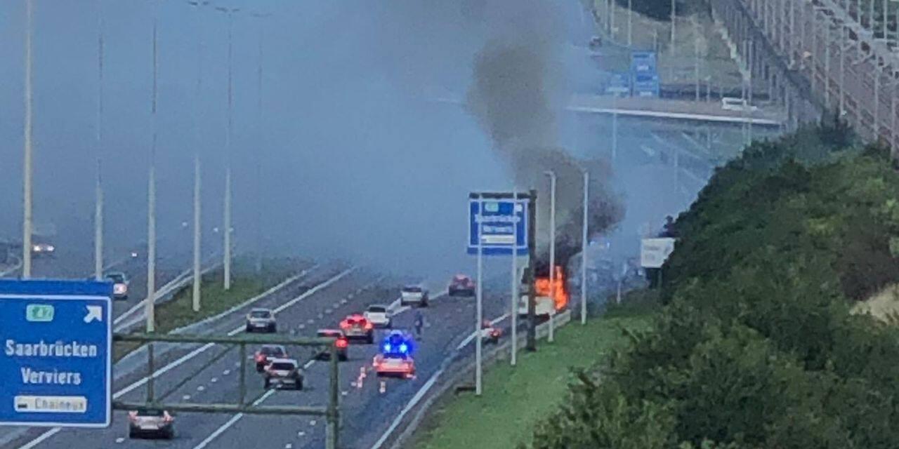 Herve : feu de bus sur la E40