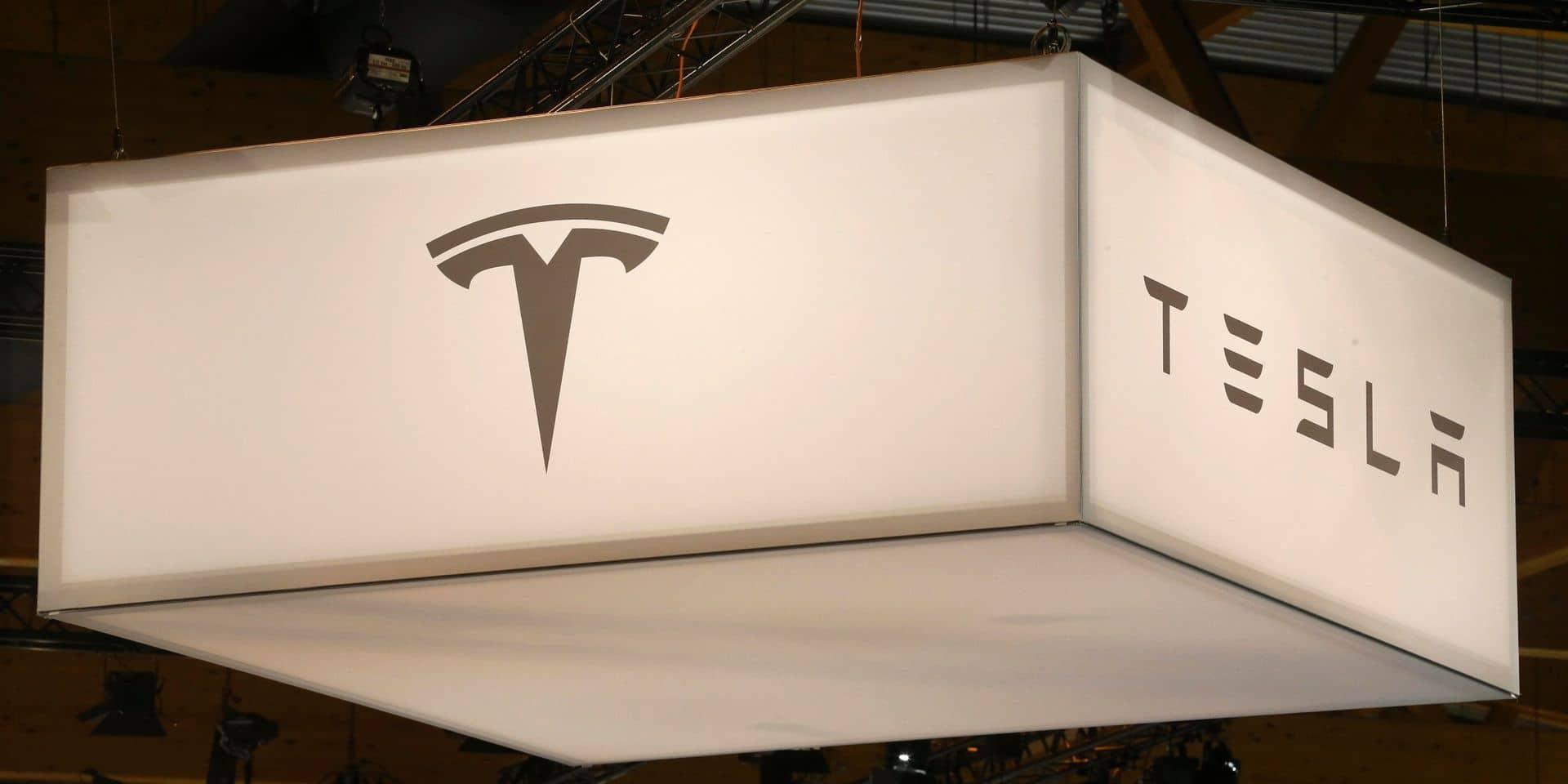 Une usine Tesla rouverte malgré l'interdiction des autorités: des centaines de contaminations au Covid répertoriées