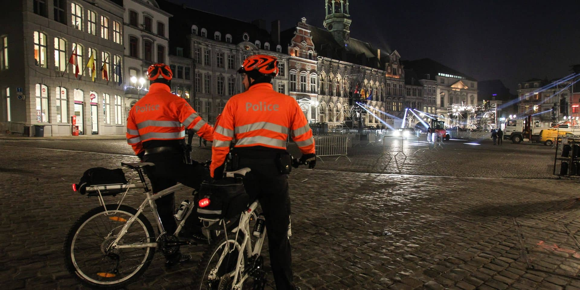 MONS 2015 / LA POLICE PATROUILLE EN CENTRE VILLE