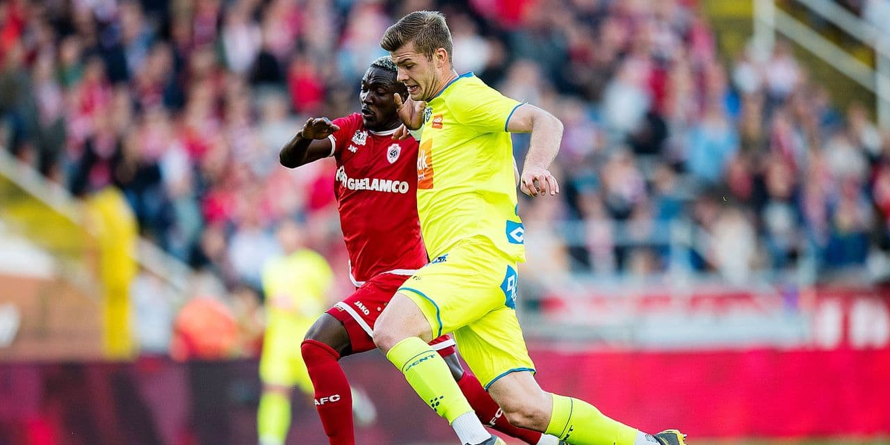 Antwerp's Daniel Opare and Gent's Alexander Sorloth fight for the ball during a soccer match between Royal Antwerp FC and KAA Gent, Thursday 16 May 2019 in Antwerp, on day 9 (out of 10) of the Play-off 1 of the 'Jupiler Pro League' Belgian soccer championship. BELGA PHOTO JASPER JACOBS