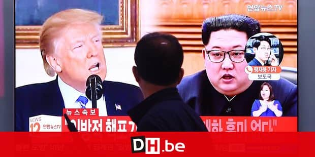 A man walks past a television news screen showing North Korean leader Kim Jong Un (R) and US President Donald Trump (L) at a railway station in Seoul on May 16, 2018. North Korea threatened on May 16, to cancel the forthcoming summit between leader Kim Jong Un and President Donald Trump if Washington seeks to push Pyongyang into unilaterally giving up its nuclear arsenal. / AFP PHOTO / Jung Yeon-je