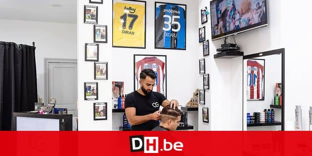 Bruxelles - Etterbeek: Charbel Georgis est le coiffeur officiel de certains diables rouges - Ici dans son salon a quelques heures du match de coupe du monde Belgique - France