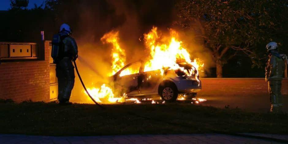"""Quatre véhicules de """"La Sambrienne"""" incendiés"""