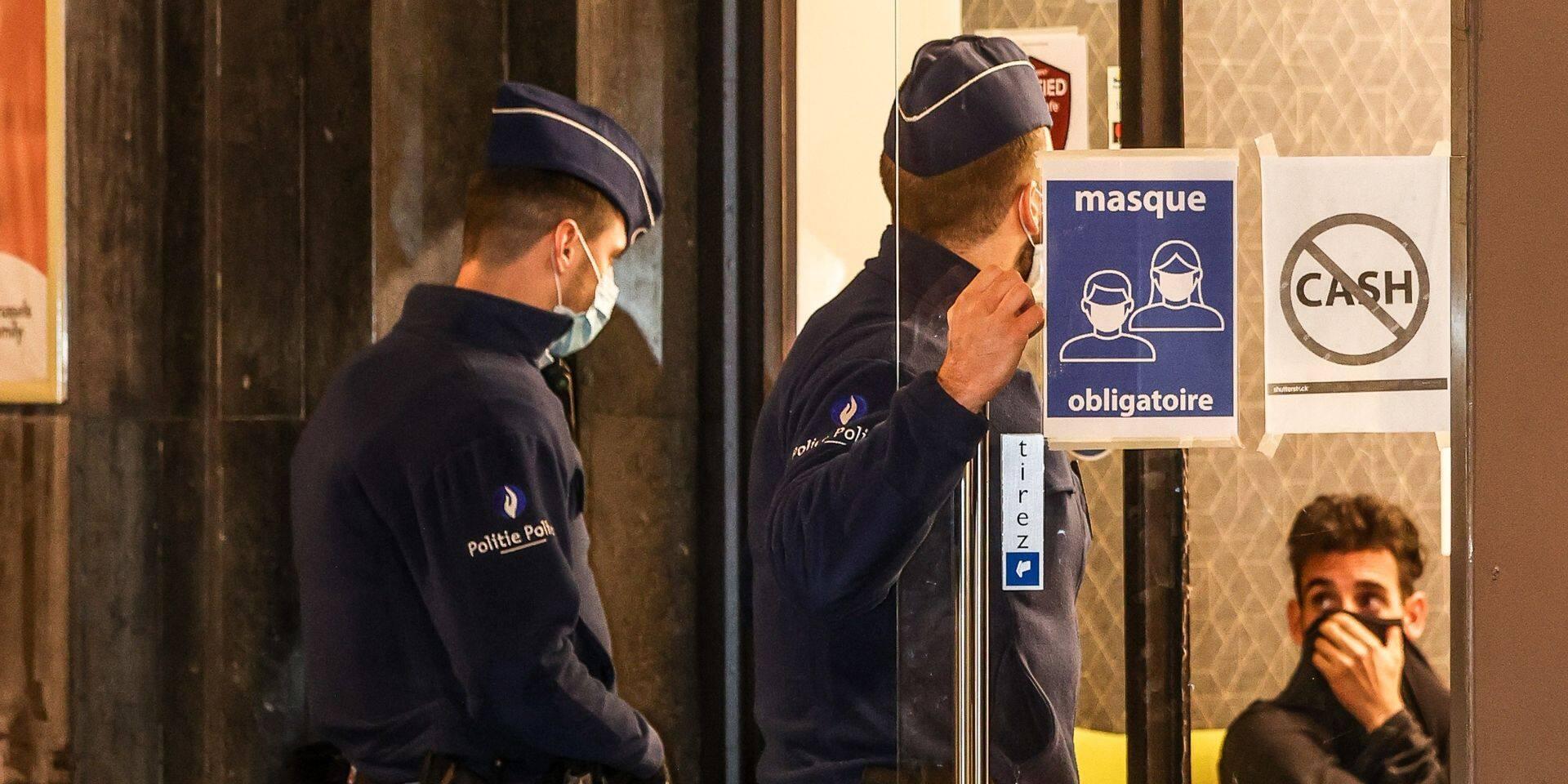 Un policier blessé lors d'une intervention auprès d'un homme ne portant pas de masque