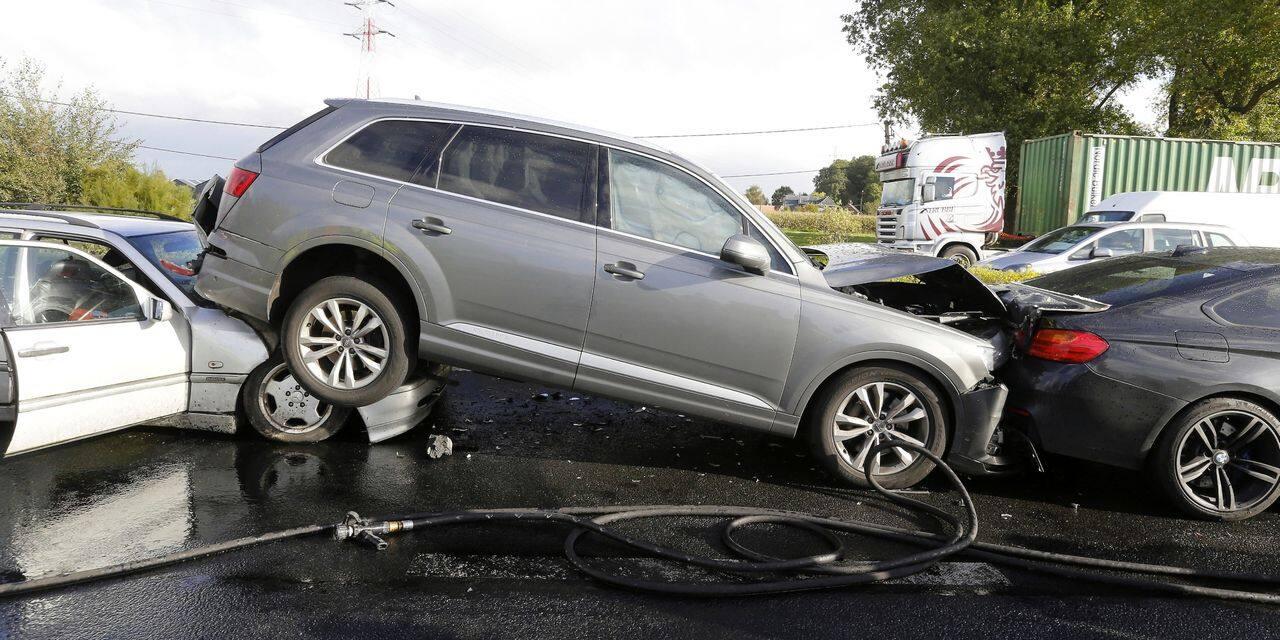 Quatre véhicules impliqués dans un double accident à Elouges