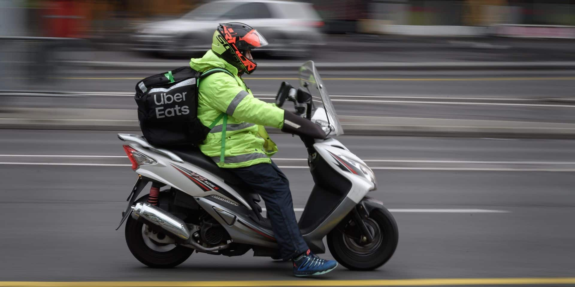Reconnaissance faciale, contrôles sur le terrain, veille: comment Uber Eats et Deliveroo luttent contre la fraude au compte