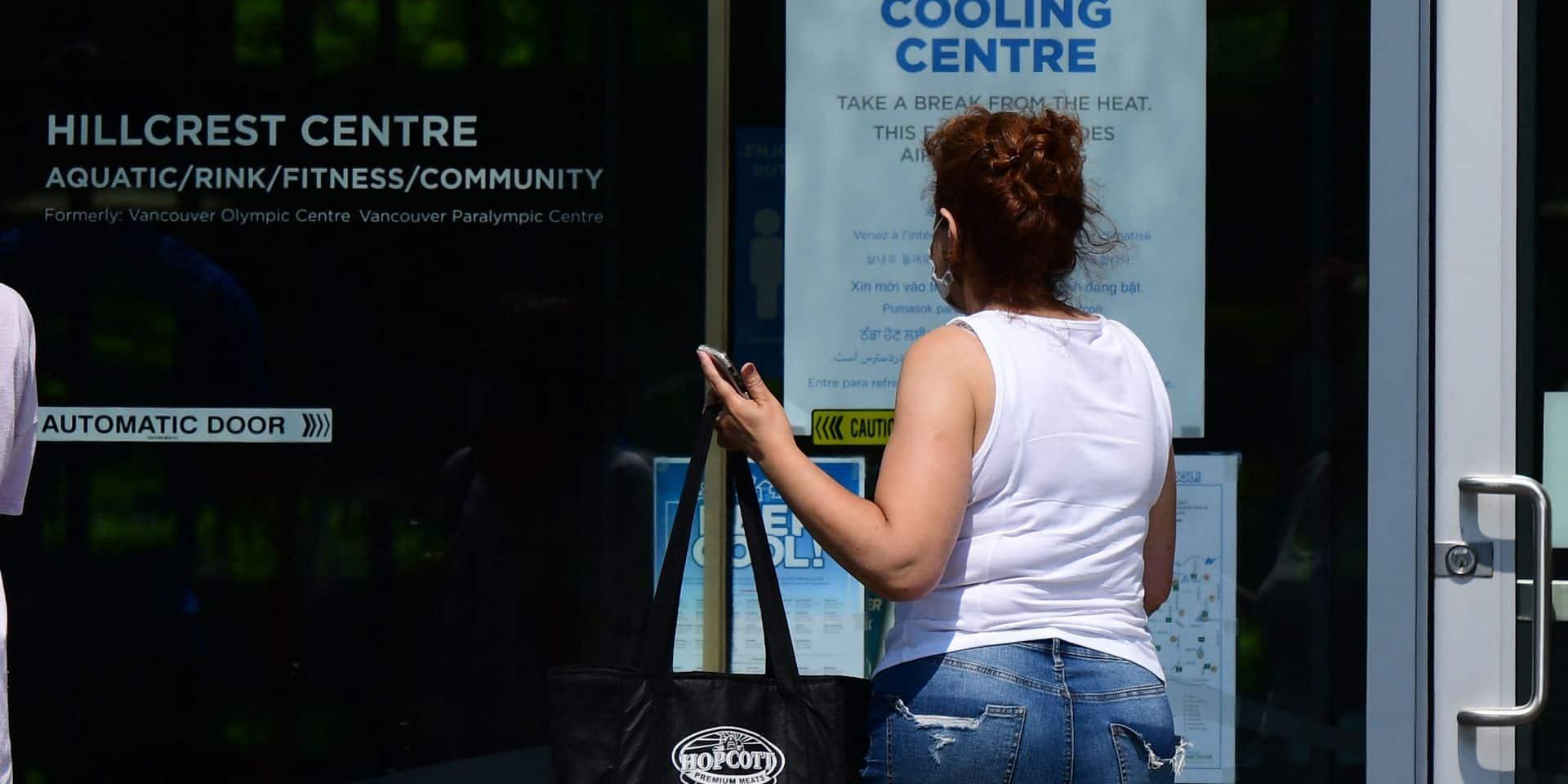 La canicule continue à Vancouver: étouffant sous la chaleur, les habitants se ruent vers des centres climatisés