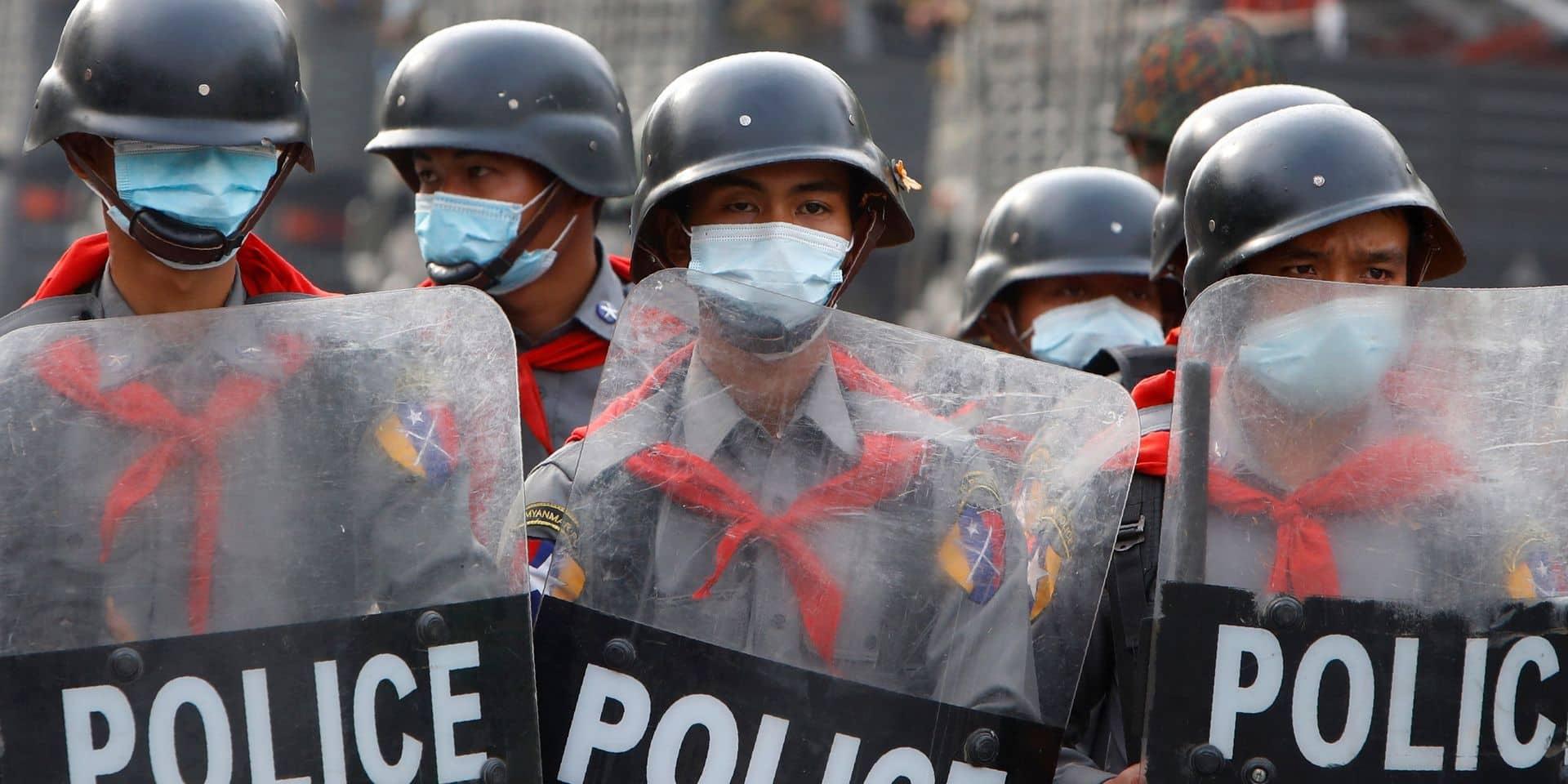 Birmanie: deux manifestants tués et des dizaines de blessés après des tirs de la police