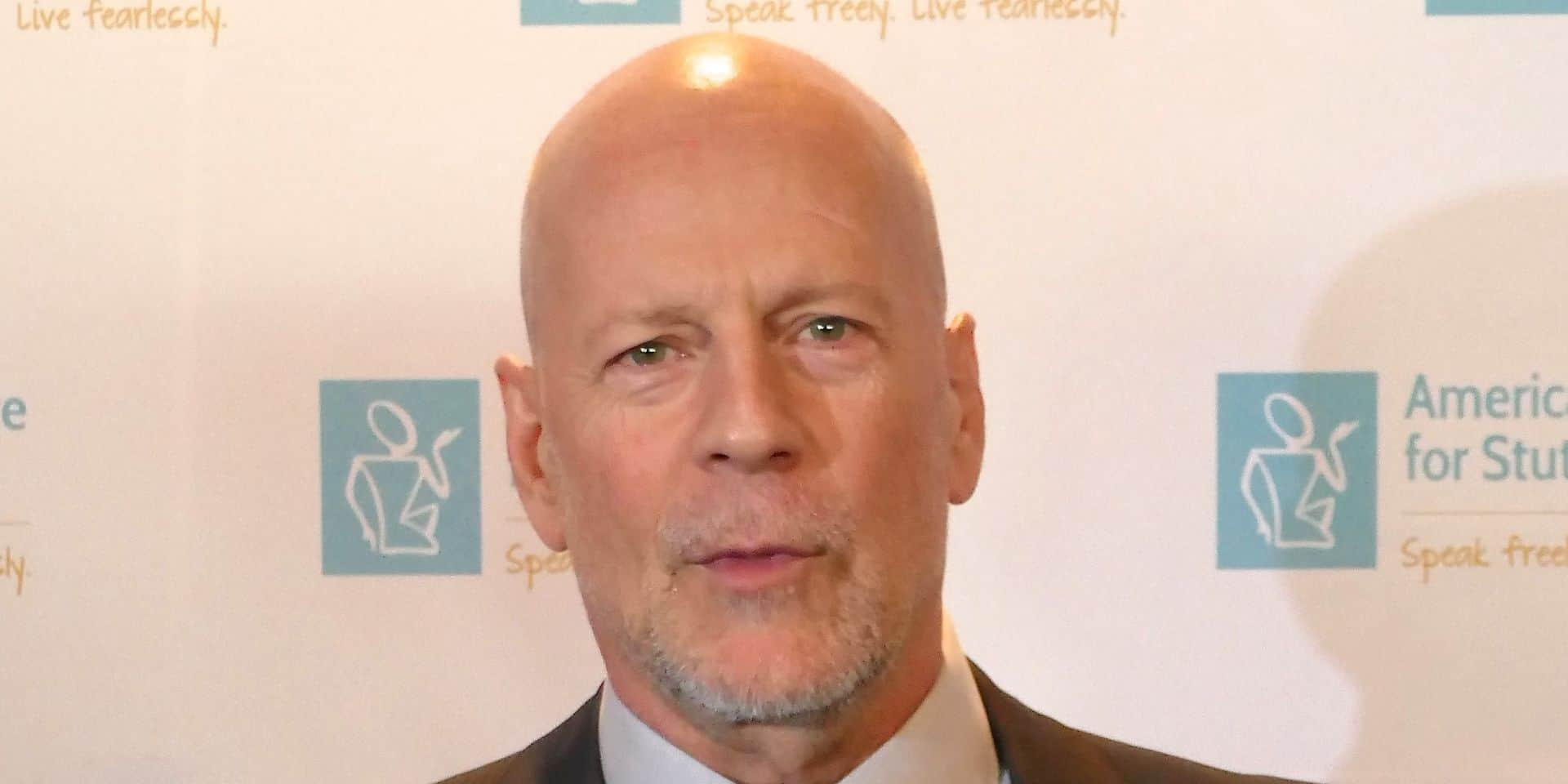 Bruce Willis receives 'stuttering prize' in New York