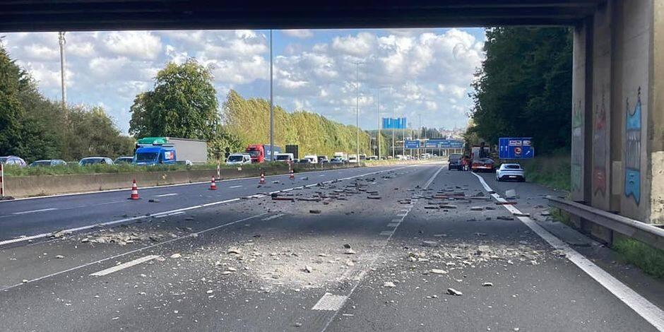 La E40 vers Bruxelles totalement libérée à hauteur de Grand-Bigard après qu'un camion ait heurté un pont