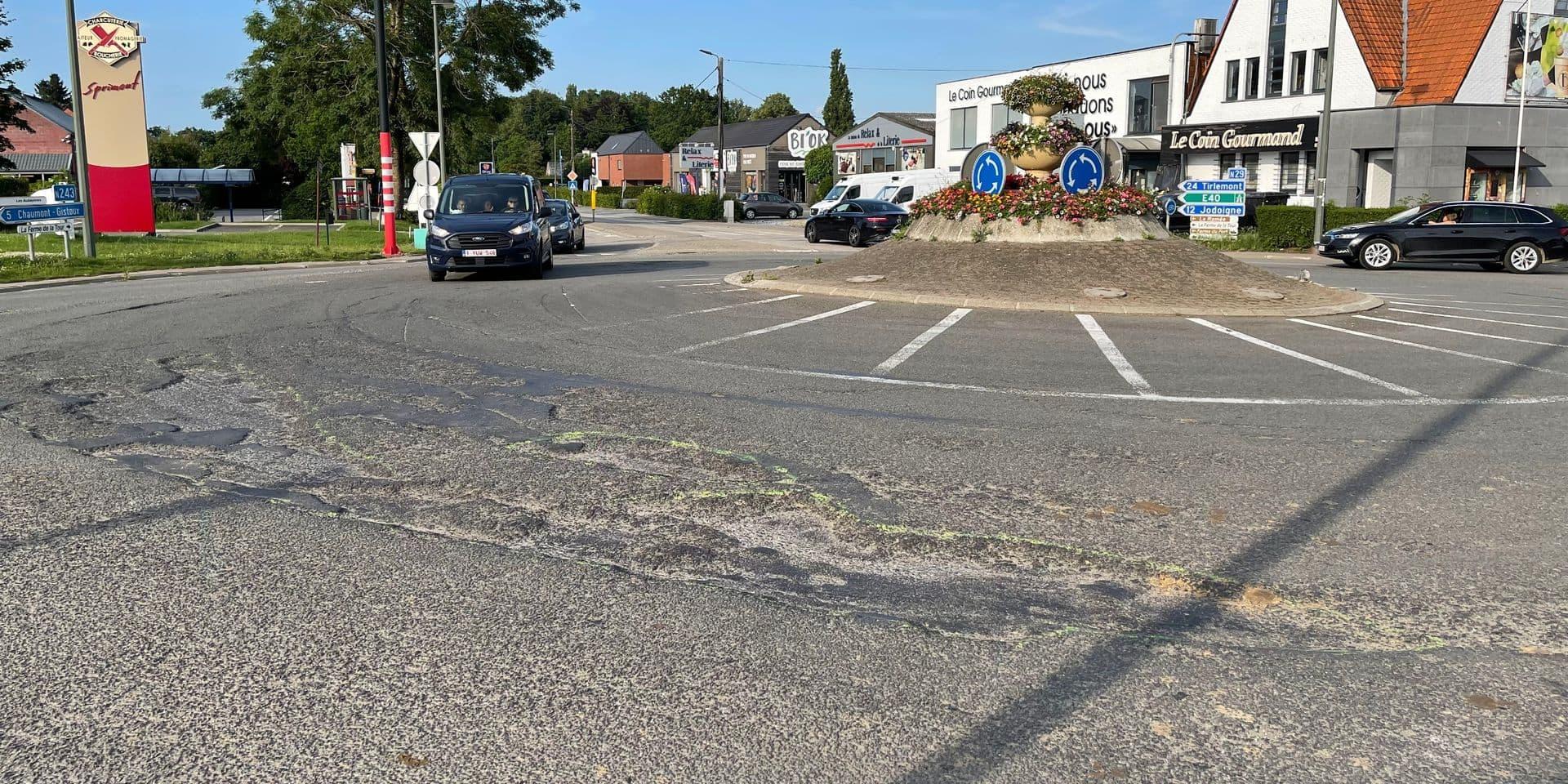 """La commune de Perwez va interpeller le ministre sur l'état du rond-point """"de la Ville de Wavre"""""""