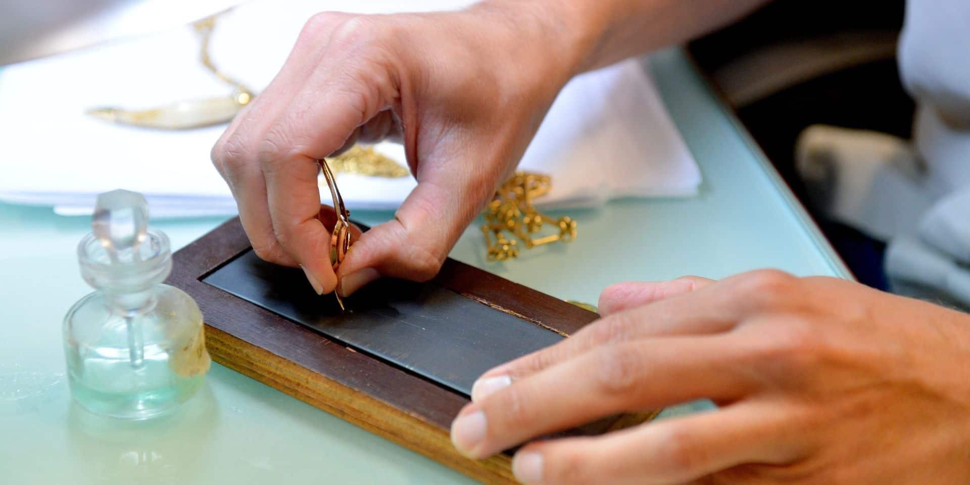 Un bijoutier de Waterloo, roulé par un vendeur d'or, parvient à le coincer grâce à une photo