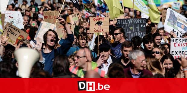 Protesters take part in a protest for climate action as part of a Global Climate action day in Brussels on September 20, 2019. (Photo by Kenzo TRIBOUILLARD / AFP)