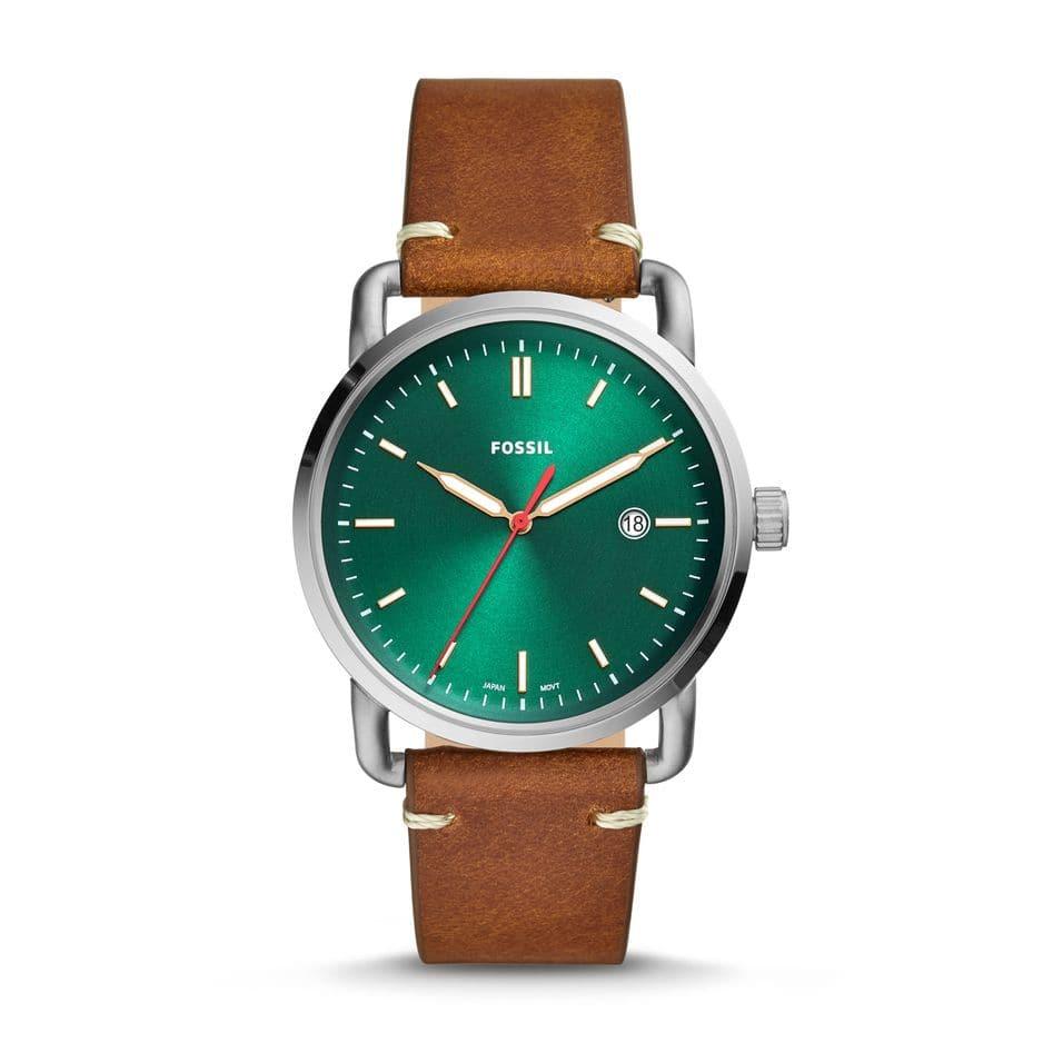 Bracelet en cuir et cadran vert racing, offrez-lui une montre de baroudeur chic à moins de 100 euros. 99 euros chez       Fossil.