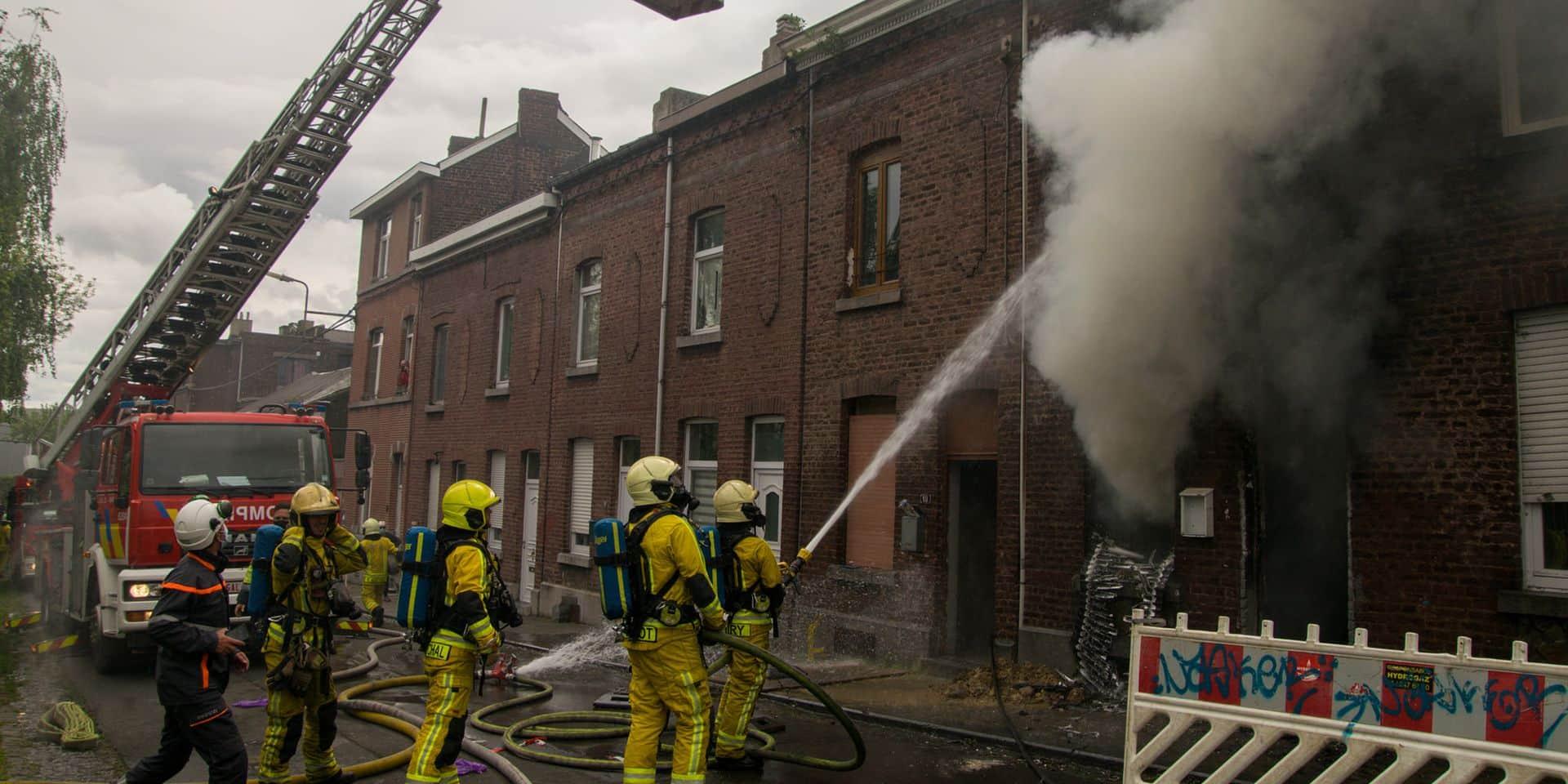Seraing : une maison abandonnée en feu