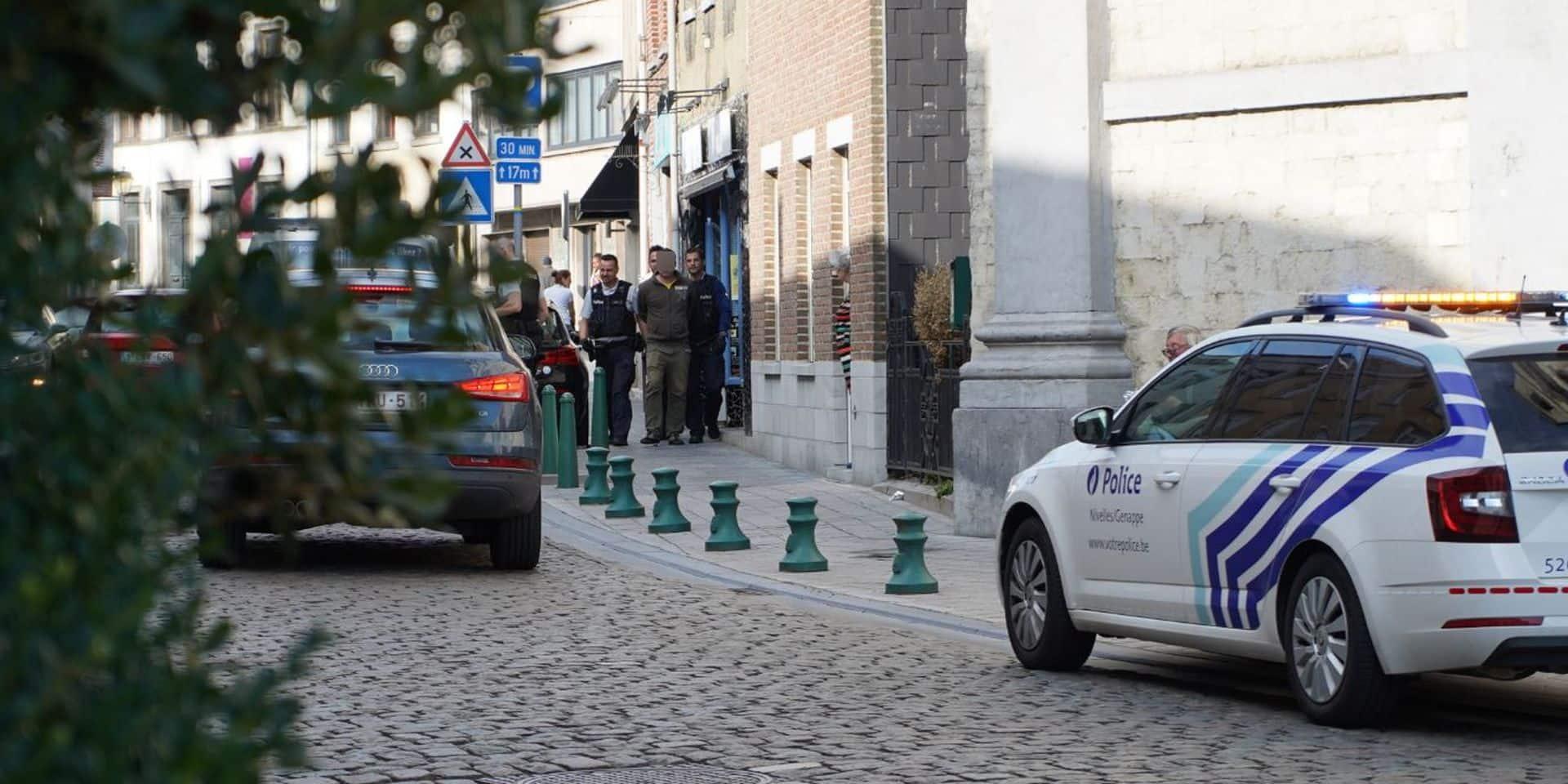 La police intervient en nombre pour une bagarre dans le centre de Genappe, une personne arrêtée