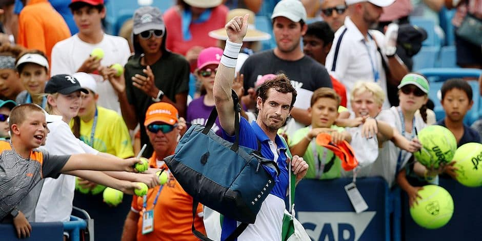 TOPSHOT - MASON, OHIO - AUGUST 12: Andy Murray of Great Britain levaes the court after losing to Richard Gasquet of France during Day 3 of the Western and Southern Open at Lindner Family Tennis Center on August 12, 2019 in Mason, Ohio. Rob Carr/Getty Images/AFP (Photo by Rob Carr / GETTY IMAGES NORTH AMERICA / AFP)