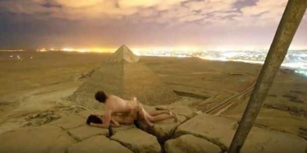 Captan a pareja teniendo sexo en las pirámides de Guiza — Escándalo