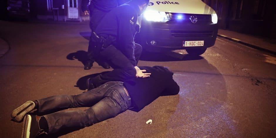 Deux jeunes policiers, pas en service, neutralisent un braqueur armé à Jumet
