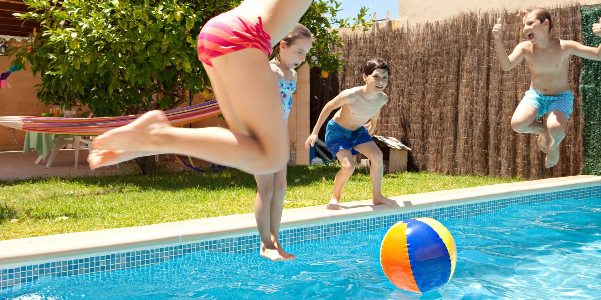 Group,Of,Joyful,Children,Jumping,In,A,Swimming,Pool,In