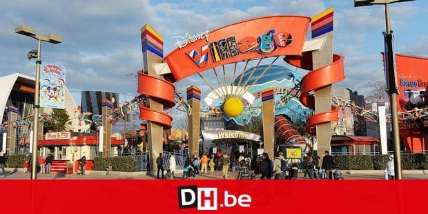 FILED - 27 March 2009, France (France), Paris: The entrance to Disney Village, at Disneyland Resort Paris. Several people were slightly injured in a mass panic caused by explosive noises in the Disneyland theme park in Paris on Saturday evening. Photo: Jens Kalaene/dpa