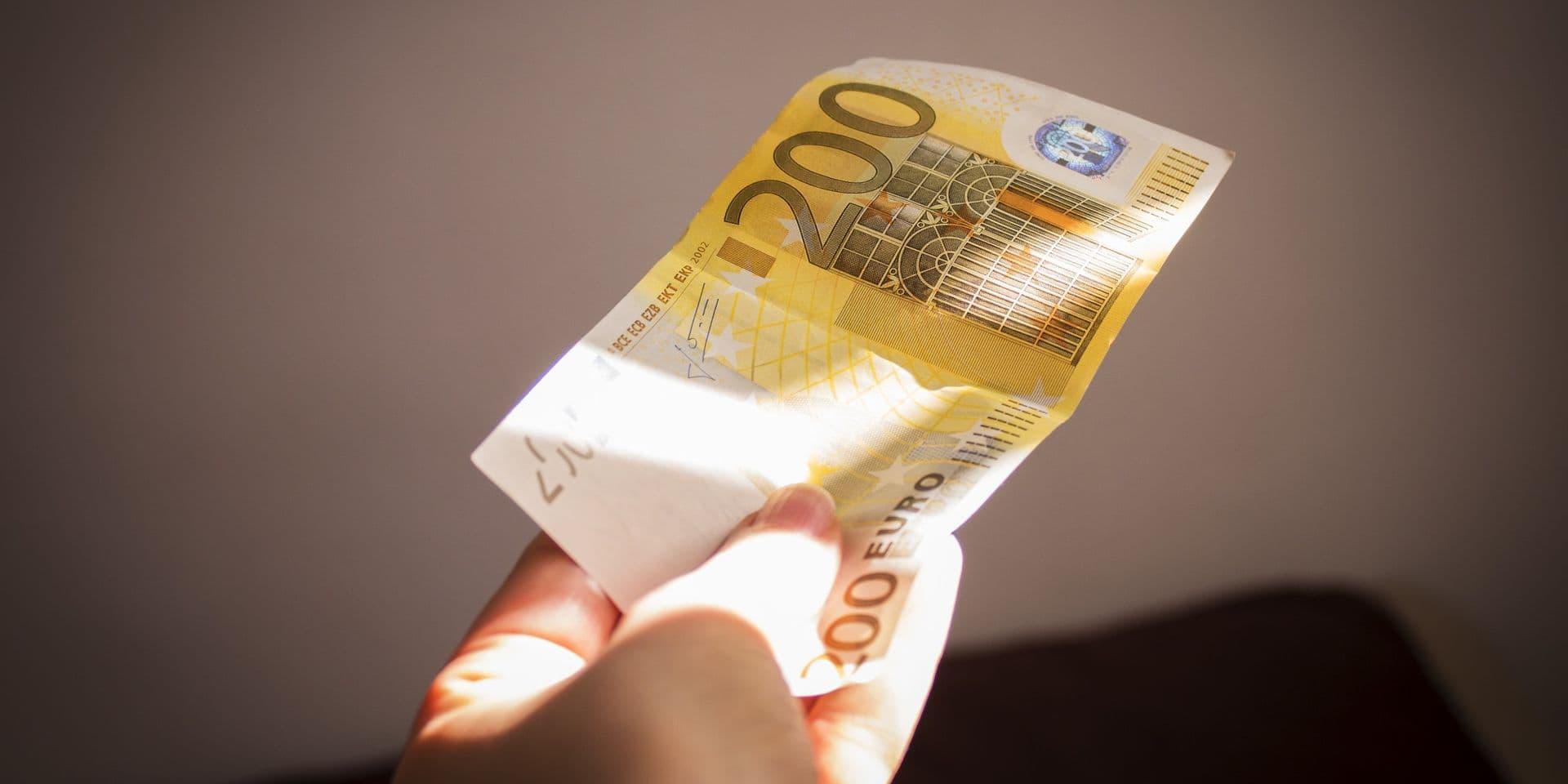 Deux personnes interpellées à la gare de Bruxelles-Midi avec plus de 300 faux billets de 200 euros