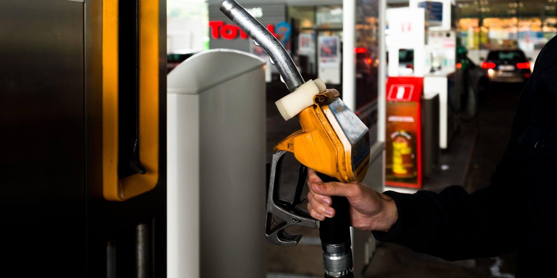 """Une """"petite victoire"""" pour les gilets jaunes: le prix du diesel et de l'essence ne seront pas indexés en 2019"""