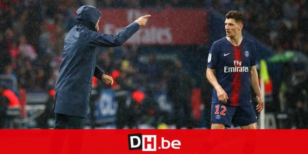 PSG's head coach Thomas Tuchel gives instructions from the side line to PSG's Thomas Meunier during their League One soccer match between Paris Saint Germain and Dijon at the Parc des Princes stadium in Paris, France, Saturday, May 18, 2019. (AP Photo/Francois Mori)