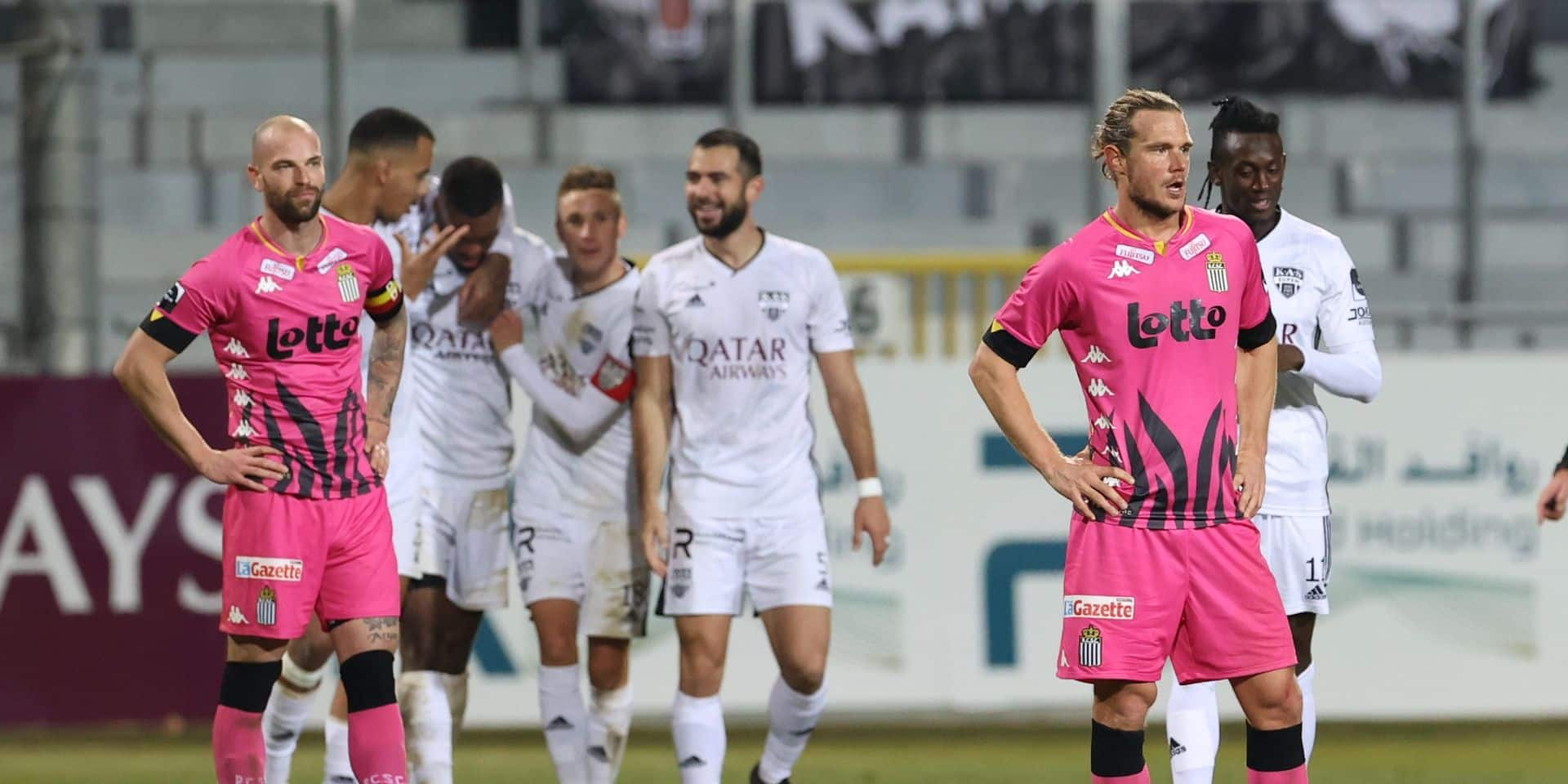 Avec une défense zébrée portée disparue, Charleroi peut dire adieu au top 4