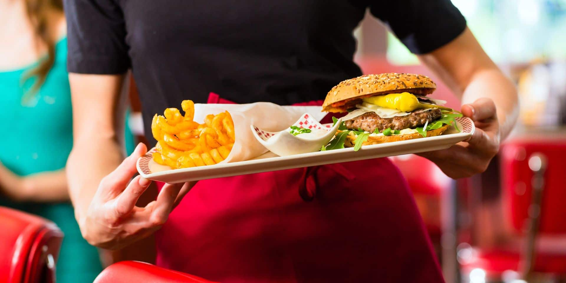 Vous ne devrez plus débarrasser chez Quick, McDo ou Burger King : comment les fast-foods se réorganisent pour lundi
