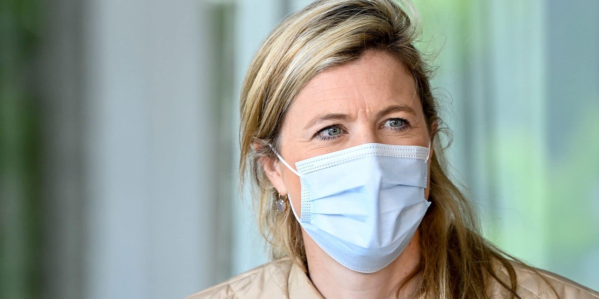 """Annelies Verlinden : """"Il est normal d'offrir quelque chose à ceux qui n'ont pas pu se faire vacciner, mais il faut aussi être raisonnable"""""""